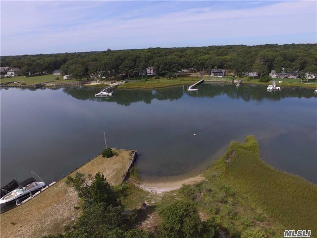 1300 Broadwaters Rd, Cutchogue, NY 11935