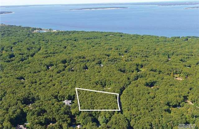 16 W Rolling Hill Ct, Sag Harbor, NY 11963