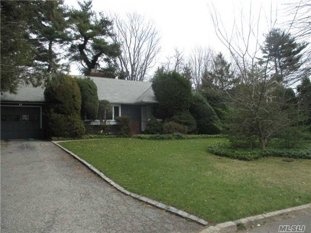 15 Grenfell Dr, Great Neck, NY 11020