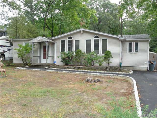15 S Bicycle Path, Selden, NY 11784
