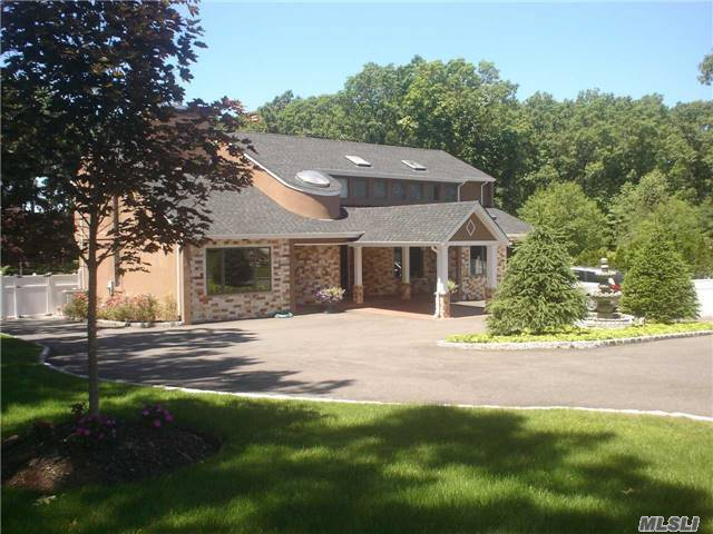 242 Miller Place Rd, Miller Place, NY 11764