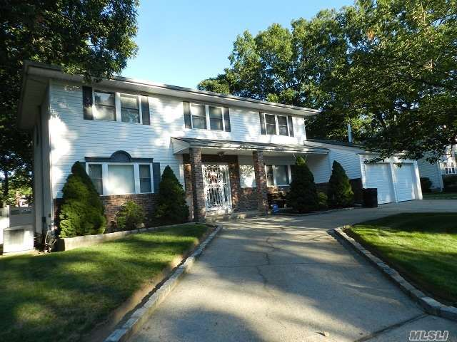 181 N Bicycle Path, Selden, NY 11784