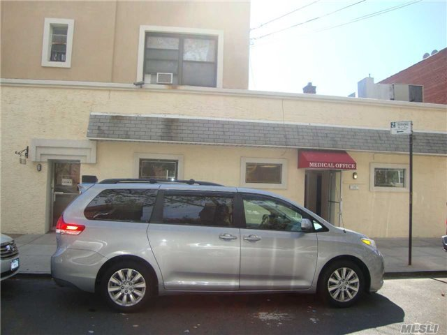 63-52 Woodhaven Blvd, Middle Village, NY 11379