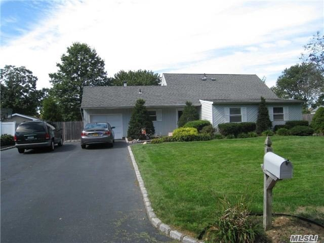 78 White Pine Way, Medford, NY 11763