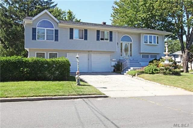 1376 Ohio Ave, Bay Shore, NY 11706