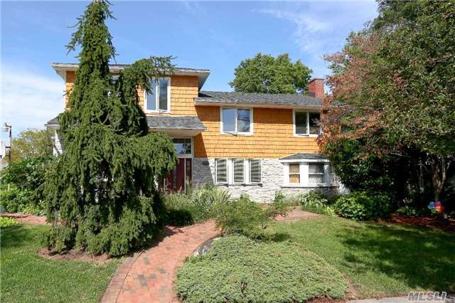 290 Buick Pl, East Meadow, NY 11554