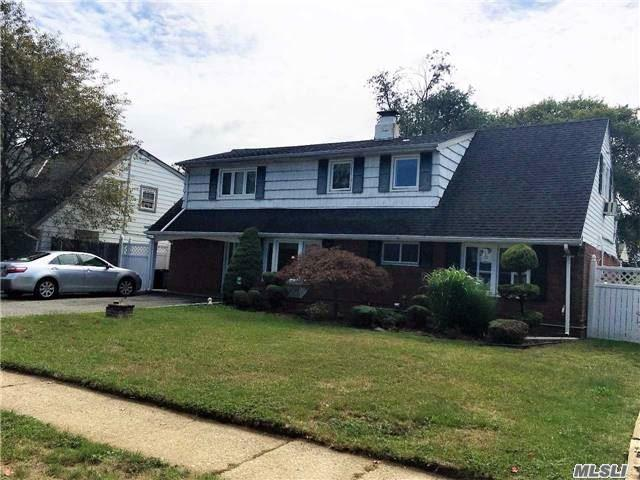 54 Constellation Rd, Levittown, NY 11756