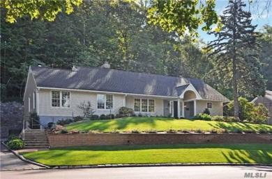 125 Mimosa Dr, East Hills, NY 11576