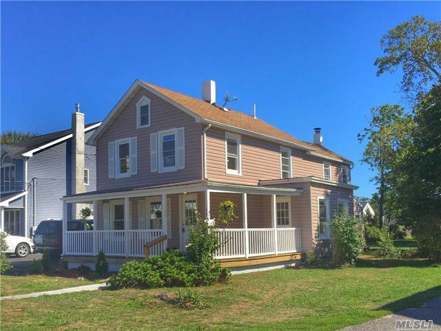 32 Pearl St, Patchogue, NY 11772