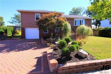 297 W Windsor Pky, Oceanside, NY 11572