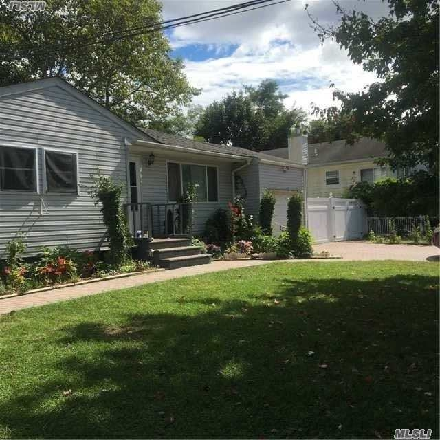 631 Amsterdam Ave, E Patchogue, NY 11772