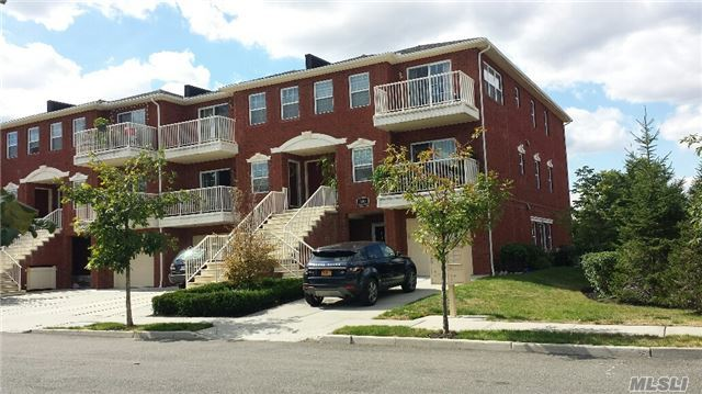 3-10 Endeavor Pl #A, College Point, NY 11356
