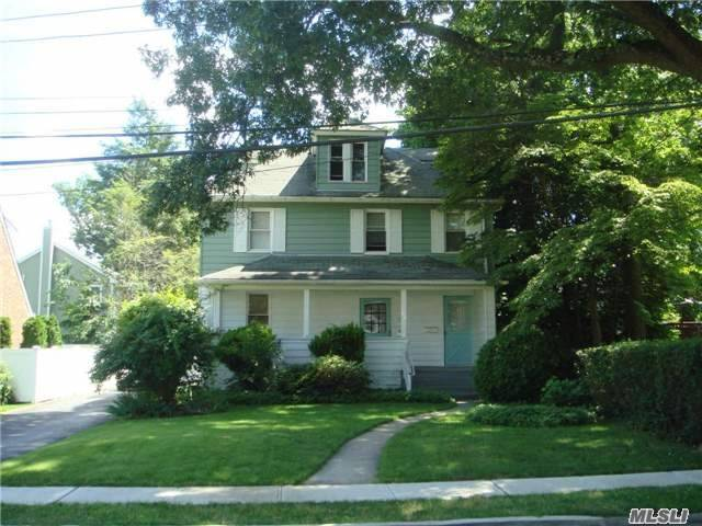 200 Elm St, Roslyn Heights, NY 11577