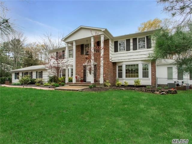 5 Stepping Stone Cres, Dix Hills, NY 11746