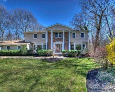 10 Stepping Stone Cres, Dix Hills, NY 11746