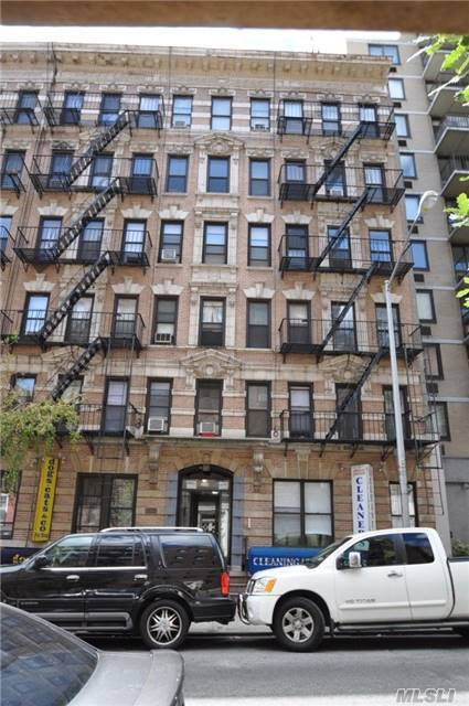 208 E 82 St, Out Of Area Town, NY 10028