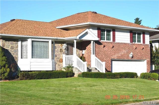 41 Cawfield Ln, Melville, NY 11747