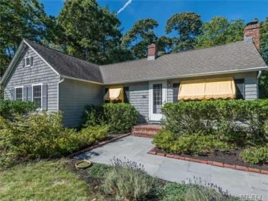 10 Florence Pl, Center Moriches, NY 11934