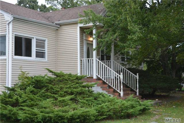 45 Timberpoint Rd, East Islip, NY 11730