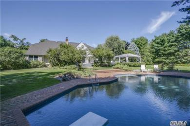 2 Elm Ct, Sands Point, NY 11050