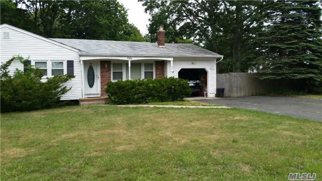 295 N Dunton Ave, E Patchogue, NY 11772