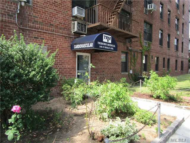 140-15 Holly Ave, Flushing, NY 11355
