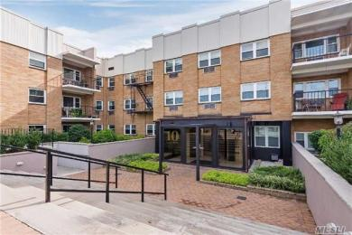 10 Lenox Rd #1-p, Rockville Centre, NY 11570