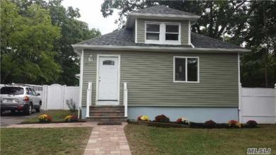 21 Pineville Rd, Central Islip, NY 11722