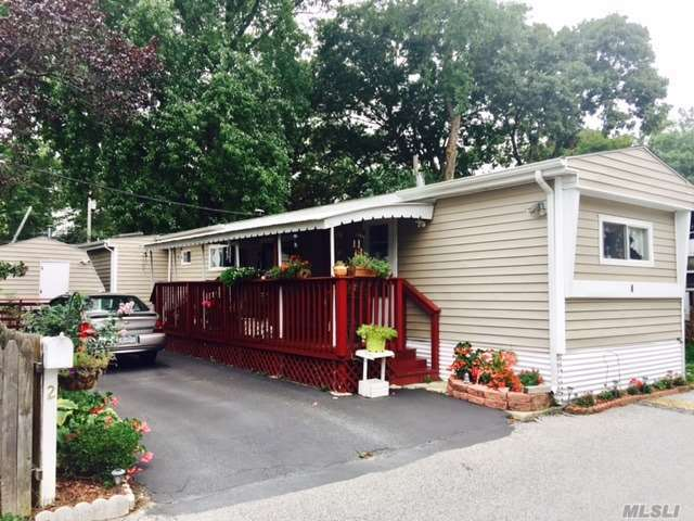 2 Mobile Dr, Bay Shore, NY 11706