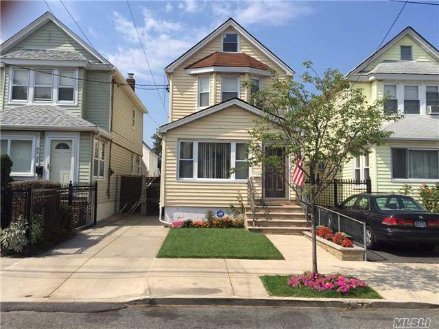 93-32 214th St, Queens Village, NY 11428