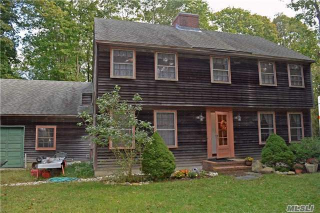 5 Maple Ave, East Moriches, NY 11940