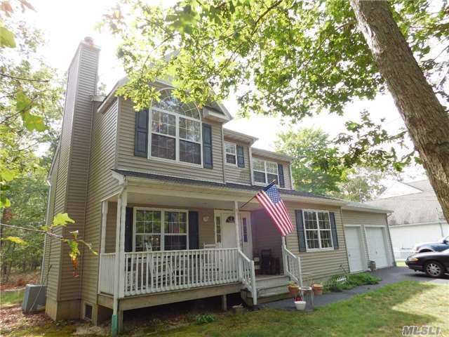 626 Middle Country Rd, Ridge, NY 11961