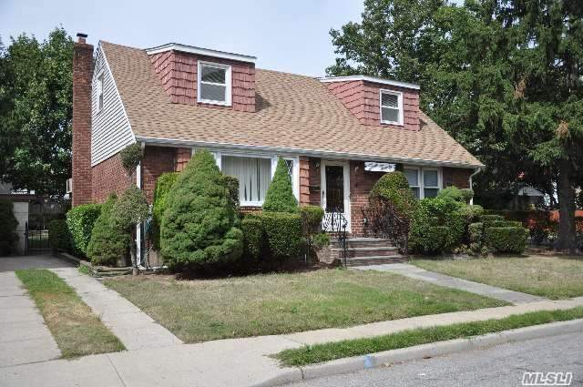 320 Marguerite Ave, S Floral Park, NY 11003