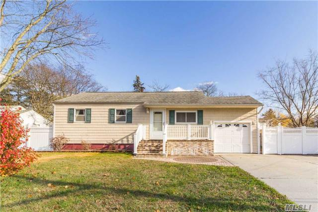 105 Pace Ave, Bellport, NY 11713