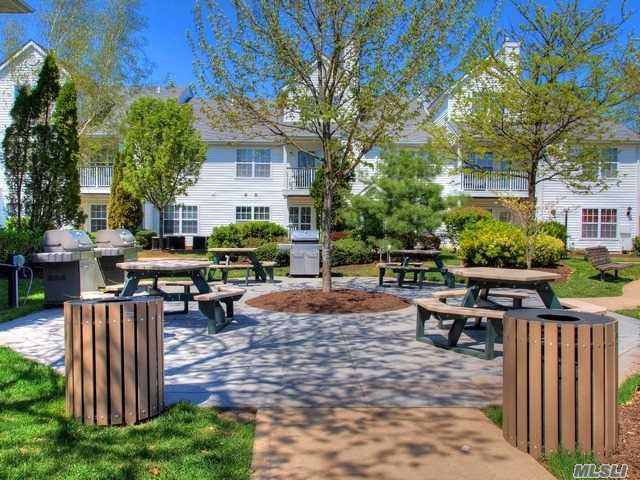100 Court North Dr #2114, Melville, NY 11747