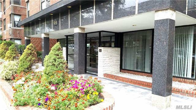 67-41 Burns St #209, Forest Hills, NY 11375