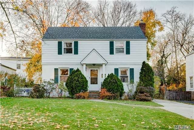18 Cornell Dr, Great Neck, NY 11020