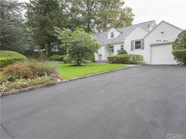 27 Briarfield Dr, Great Neck, NY 11020