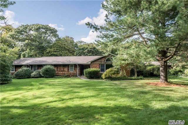 39 Pilgrim Path, Cold Spring Hrbr, NY 11724
