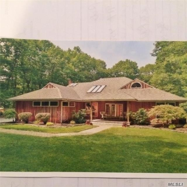 9 Sunreigh Ct, Miller Place, NY 11764