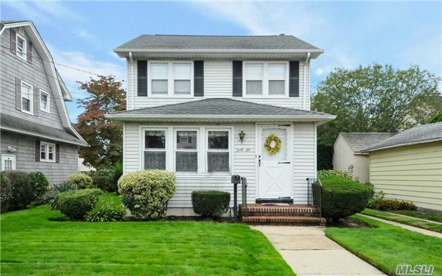 46 Pansy Ave, Floral Park, NY 11001