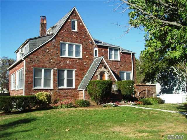 77 Concourse West, Brightwaters, NY 11718
