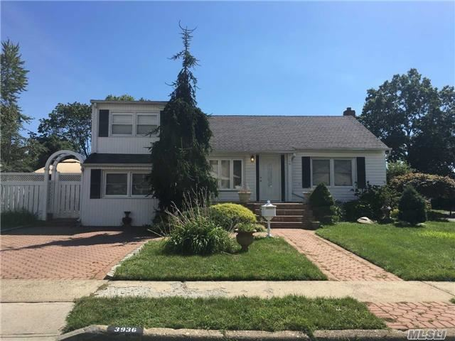 3936 Kingsberry Rd, Seaford, NY 11783