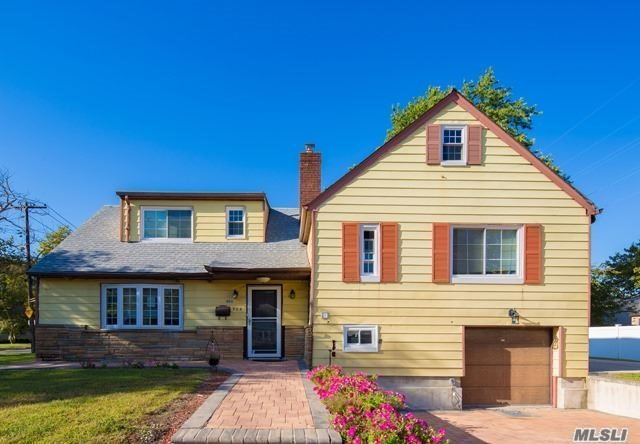 954 S End, Woodmere, NY 11598