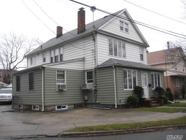 5 W Hitchcock Ave, Floral Park, NY 11001