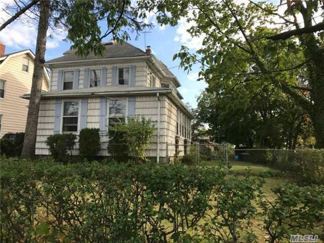 135-04 14th Ave, College Point, NY 11356