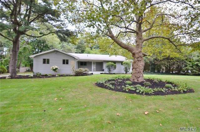 389 Bread And Cheese Rd, Fort Salonga, NY 11768