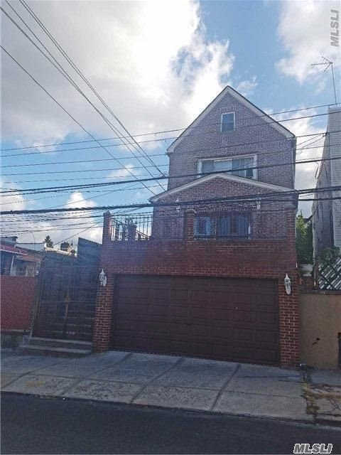 67-38 52nd Ave, Maspeth, NY 11377