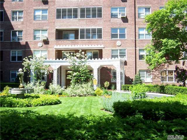 67-38 108th St #D44, Forest Hills, NY 11375