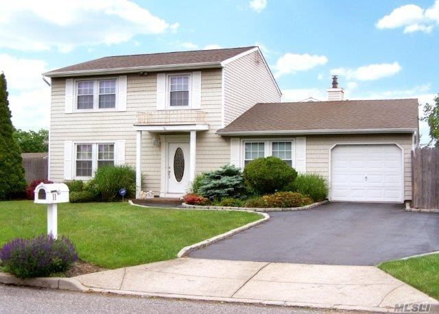 11 Shade Tree Ln, E Patchogue, NY 11772